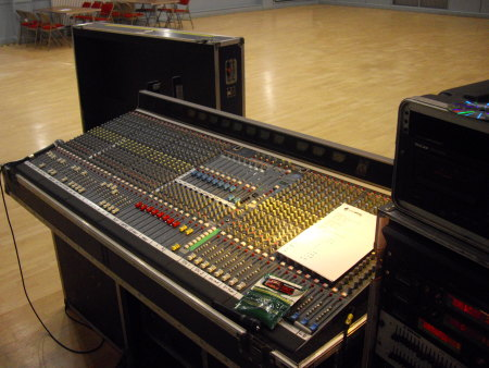 Stevie C helping DD8 Music and audioWAVE PA Hire at Paint the wee Toon red at Kirriemuir Town Hall