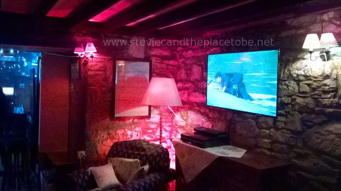 Drumtochty Tavern: LED floodlights and hand-painted bulbs for mood lighting