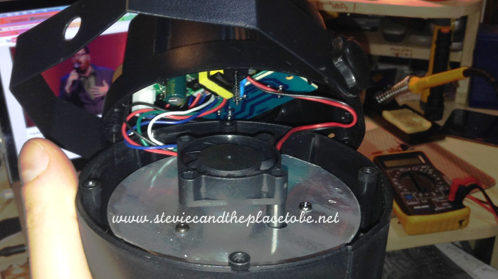 Inside a Chinese eBay Disco Light transformer switch mode PSU, pointless fan