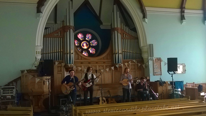 audioWAVE in Newport Church - Sinderins on stage
