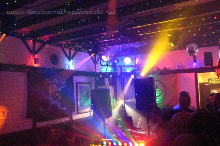 Stevie C provided the disco/rave lighting and DJ sound system for Dundee Dance Event 2018 hosted by The Salty Dog in Crichton Street. I didn't have enough time to correct the speakers…
