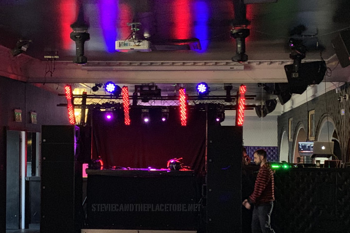 DJ House & Rave event held in Coast Nightclub Arbroath. D&B PA, monitors, strobe lights, LED mini-movers and LED battens supplied by Audiowave.co.uk